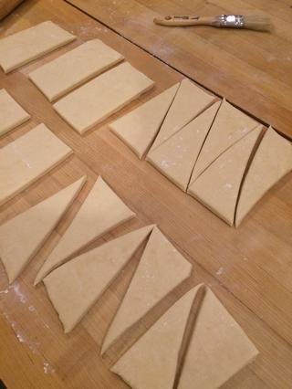Cortar dos de los rectángulos más grandes en triángulos con un 3