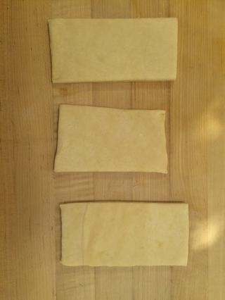 Desempolvar ambos lados de la harina