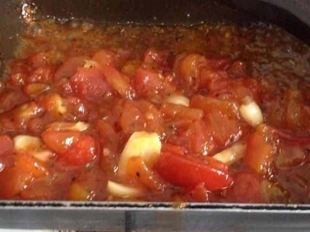 Si te gusta tener salsa ligeramente espesa, agregue en 1 cucharadita de fécula de maíz cuando se está a punto de hervir. Revolviendo constantemente para evitar grumos
