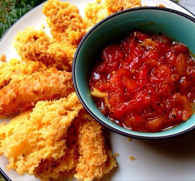 Servir a sus palitos de mozzarella junto con la salsa de inmersión en caliente. Espero que os guste :) disfrutar!