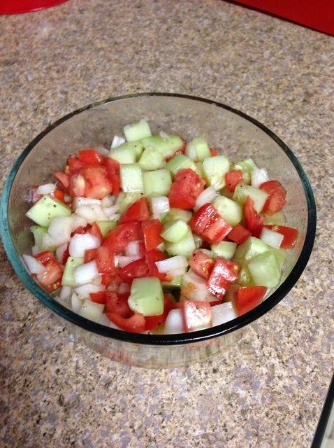Cómo hacer pepino, tomate y ensalada de cebolla. Receta