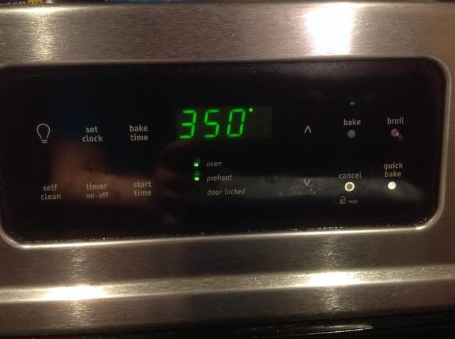 Primero precalentar el horno a 350 grados.
