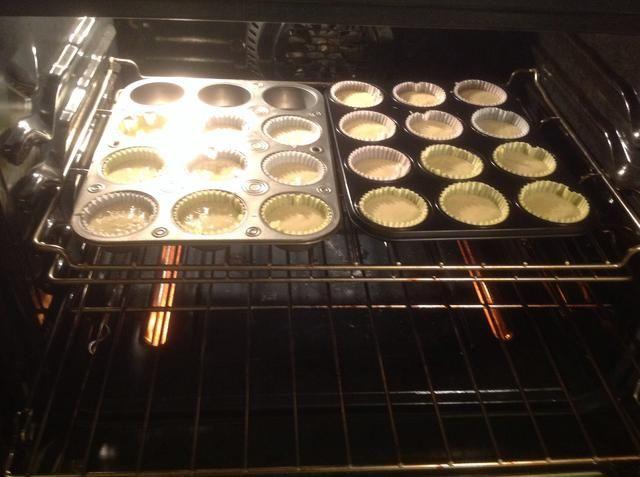 Ponga los moldes en el horno ya precalentado.