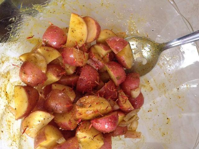 Añadir una pizca de azafrán y mezclar bien.
