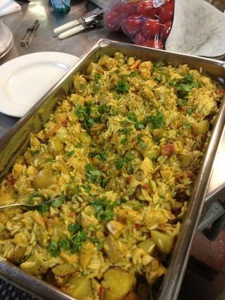 Sirva con arroz o con orzo y patatas asadas Yukon, cubra con cilantro (en la imagen).