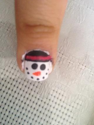 Agregue el muñeco de nieve's nose with the Orange nail polish.