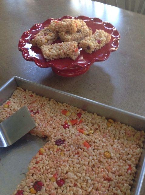 Cómo hacer día después de Halloween Crispy Treats Receta