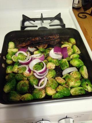 Añadir la cebolla a la sartén.