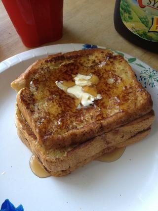 Añadir un poco de mantequilla y el jarabe y usted're done! (This makes 3 French toast breads)