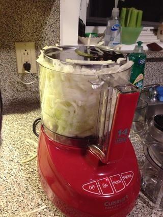 Por suerte tengo un procesador de alimentos para cortar las cebollas. Ahorra mucho tiempo y lágrimas.