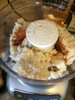 Cuadrados de la torta de poner en el procesador de alimentos
