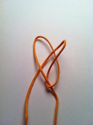 Saque lateral corredera parcialmente a través, haciendo un bucle y no tirando de la cola termina través.