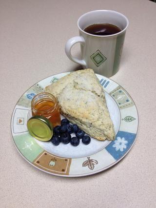 Emparejar con un poco de miel, conservas de frutas, fruta fresca y, por supuesto, una buena taza si té! ¡Disfrutar!