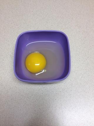 Añadir el huevo con la leche y mezcle