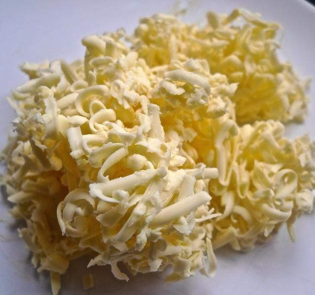 Rallar finamente la mantequilla fría EXTRA.