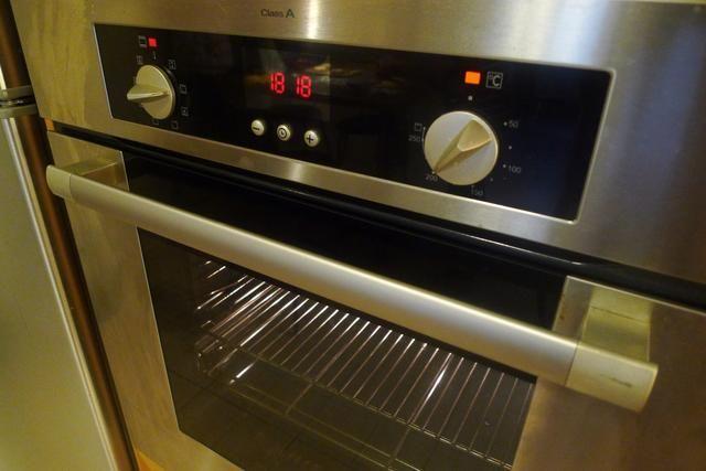 Precaliente el horno a 200 grados C (400 grados F). Coloque la parrilla del horno en el centro del horno.