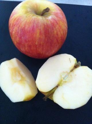 Cortar en cuartos y luego cortar las manzanas