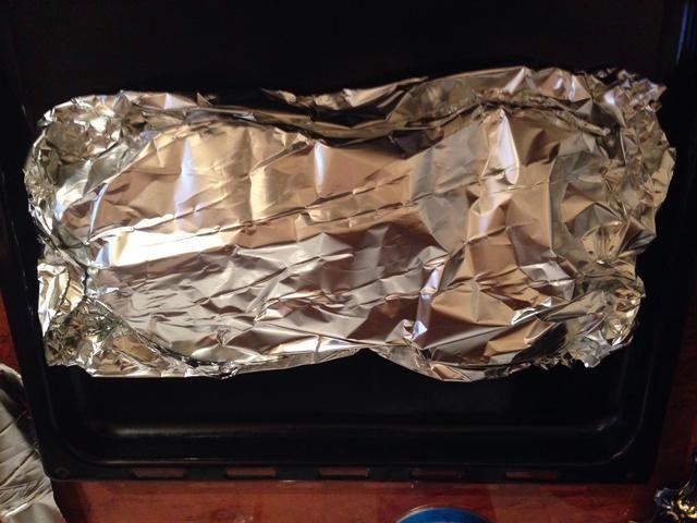 Envuelva y llevarlo a horno precalentado (180ºC) durante unos 15 minutos. Entonces desenvolver la parte superior y dejar continuar la cocción durante 10 minutos más, hasta que la superficie esté dorada y crujiente