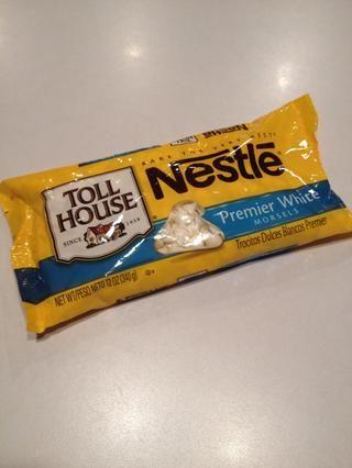 Obtenga su bolsa de chips de chocolate blanco.