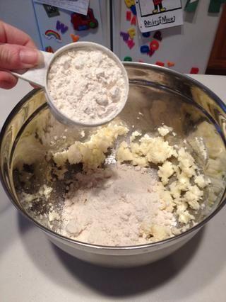 Agregue la harina.