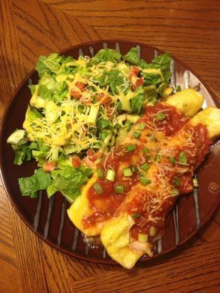 ¡Y disfruta! Tamaño de la porción es de dos enchiladas. Yo estaba lleno después de una. (1 enchilada es de 7 puntos vigilante de peso. 14 de 2)