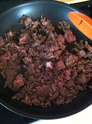 Cocine hasta que se doren, se's ok to have a little pink as it will finish cooking in the crockpot.