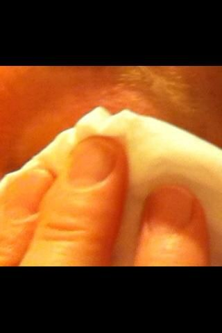Limpie suavemente con pañuelos de papel (papel de seda).