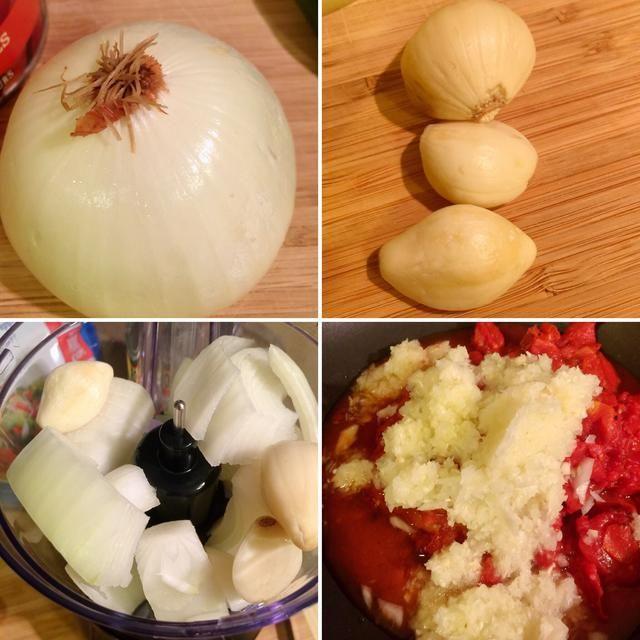 Picar 1/2 taza de cebolla y +/- 1 cucharada de ajo. Usamos el procesador de alimentos para mayor comodidad. A continuación, añadir a la sartén.