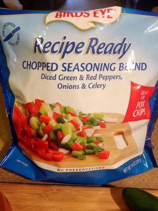 Birds Eye tiene gran receta listos, verduras congeladas sin conservantes. Se puede usar cualquier combinación de sabor que te gusta. Pimientos y cebollas o pimientos del / cebolla / mezcla de apio.