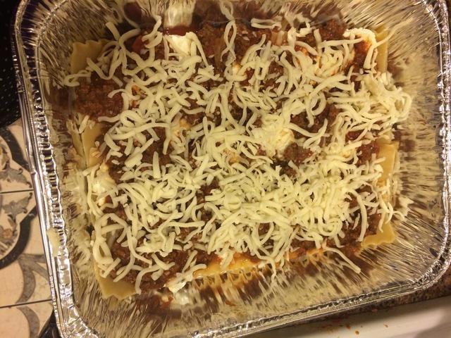 Mozzarella rallado en la siguiente capa.