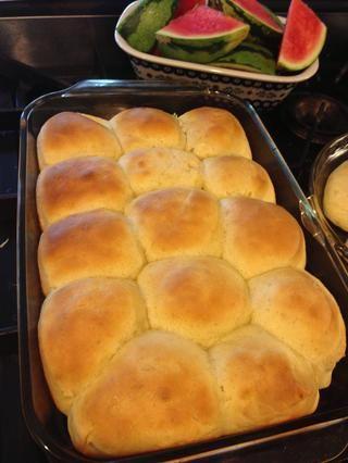 Mmm delicioso ... Estos rollos son buenos para cualquier cosa, sándwiches, un lado para la cena de acción de gracias, para ser consumidos con mermelada, todo lo que puedas imaginar.