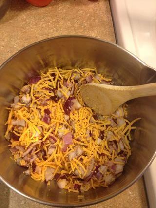 Mezcle con 1 1/2 tazas de queso cheddar rallado