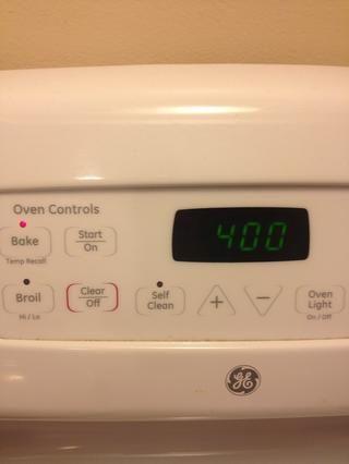 Coloque en el horno y cocine hasta que el queso se derrita y se calienta a través de, a unos 15 minutos