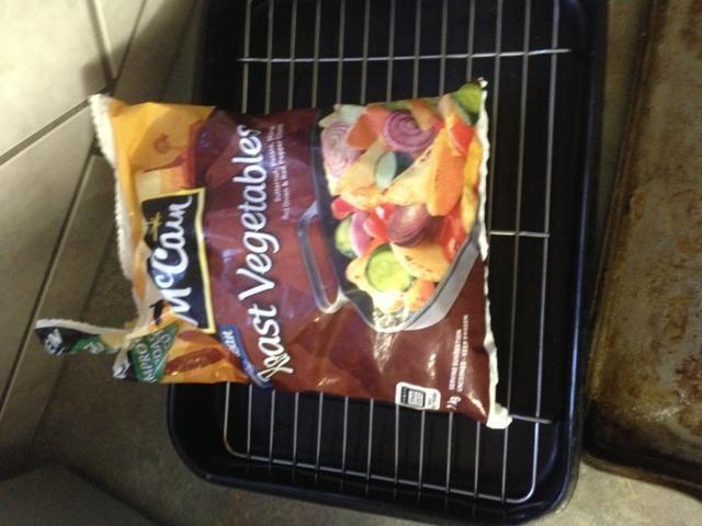 Retire la carne asada verduras mezcladas de la bolsa