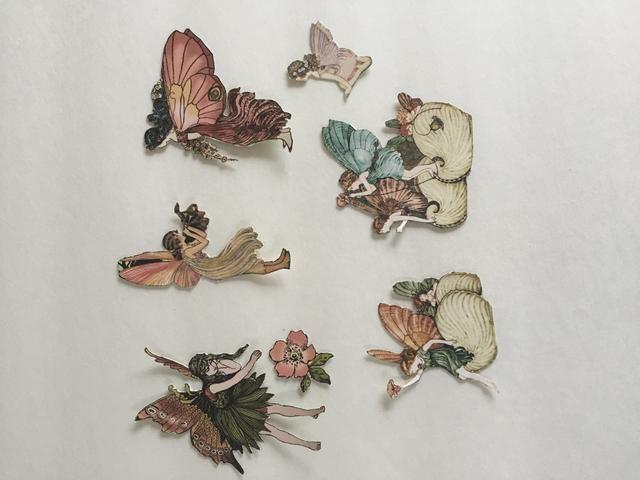 Del papel primavera, quisquilloso cortar las siguientes imágenes de hadas y flores.