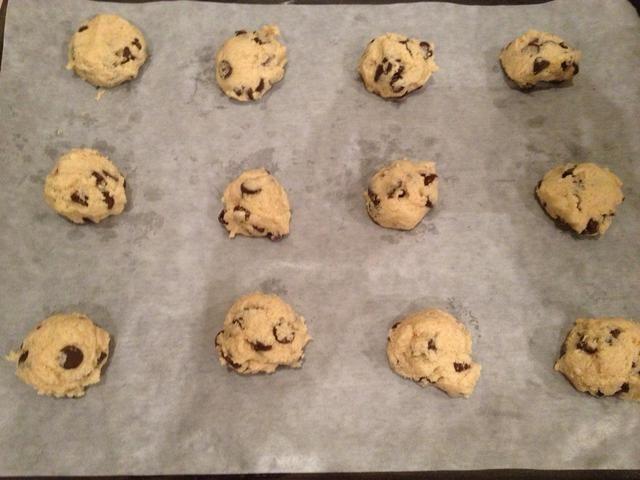 Las cookies deben haber algunas pulgadas de distancia, ya que se ampliará durante el horneado.