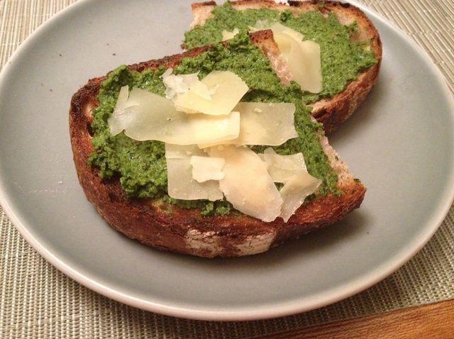 Cómo hacer Fava Hojas, Verde ajo y nuez Pesto Receta