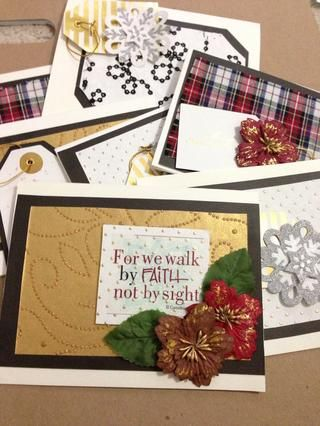 Voila! Tiene hermosas tarjetas de Navidad hechos en casa :)