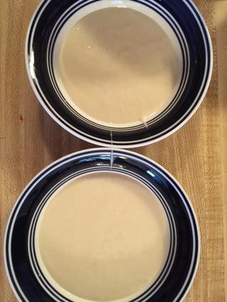 Dos cuencos de una taza masa del pastel