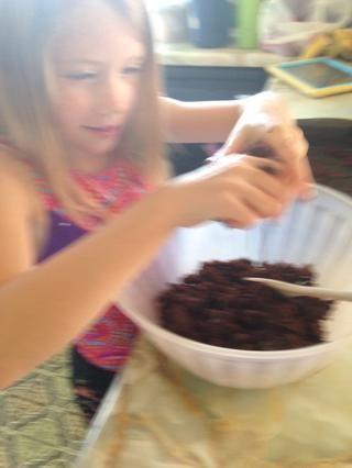 Deje la torta fresca (respuesta es la torta fresca sobre 20 veces) Desmenuzar en trozos en un bol