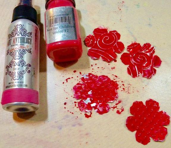 Pinté las flores más pequeñas con caqui terciopelo y Hottie coloraciones Spray.