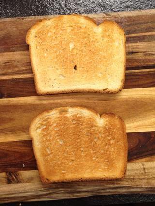 Tostar el pan.