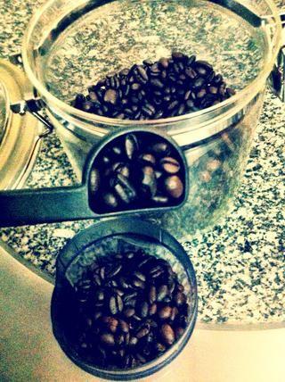 Las proporciones: café 2 cucharada por cada onza de agua 6 fl