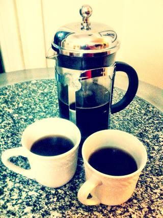 Les presento a Francés café prensa! Allí podrá apreciar el sabor y el olor causa ninguno de los aceites naturales y el sabor se filtró por un filtro de papel!