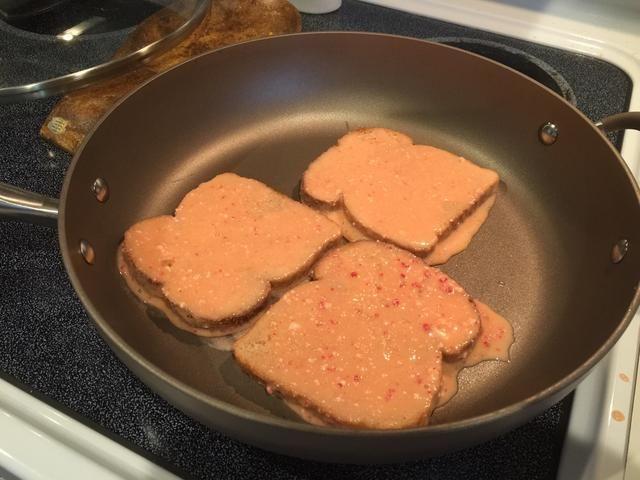 Cocine a fuego medio en una sartén recubierta con aerosol para cocinar hasta que estén doradas.