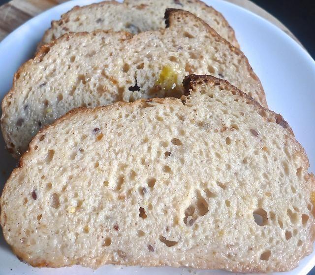 Coloque todas las rebanadas de pan empapadas de en un plato.