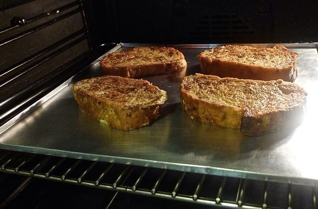 Luego cocer en el horno precalentado durante 12 a 15 minutos para terminar la cocción. El pan se hinchar un poco y será crujientes por fuera mientras que el interior será increíblemente húmedo y suave.