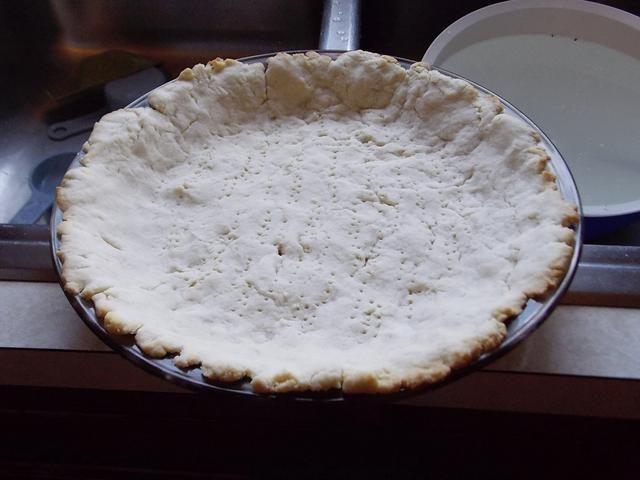 Corteza de pastel Llevar al horno a 400 grados durante 8-12 minutos hasta que estén doradas. Después se cuece al horno la corteza deje que se enfríe.