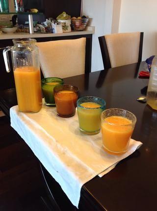 Ahora disfrutar de un poco de jugo de naranja recién hecho!