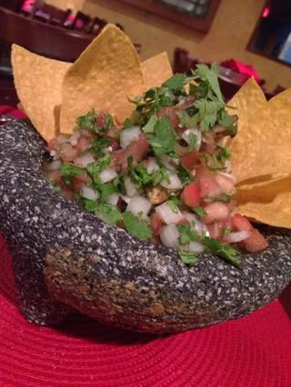 Servir con algunos chips de tortilla, o puede servir con una ensalada de lechuga como